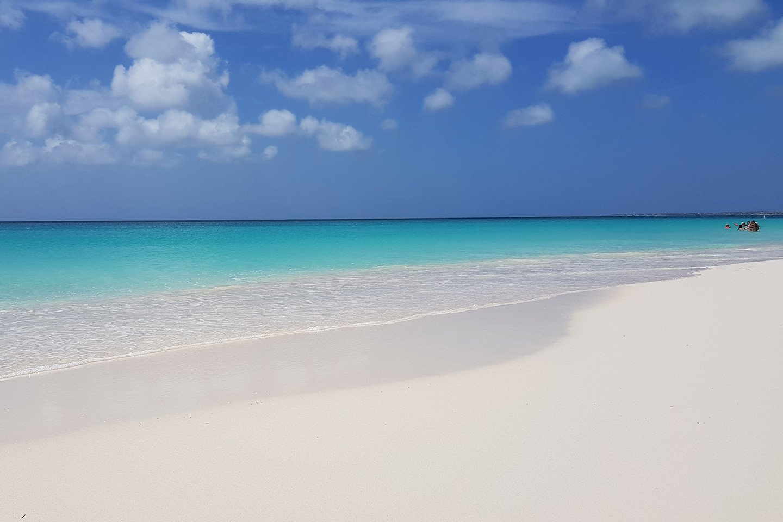 White sandy Eagle Beach