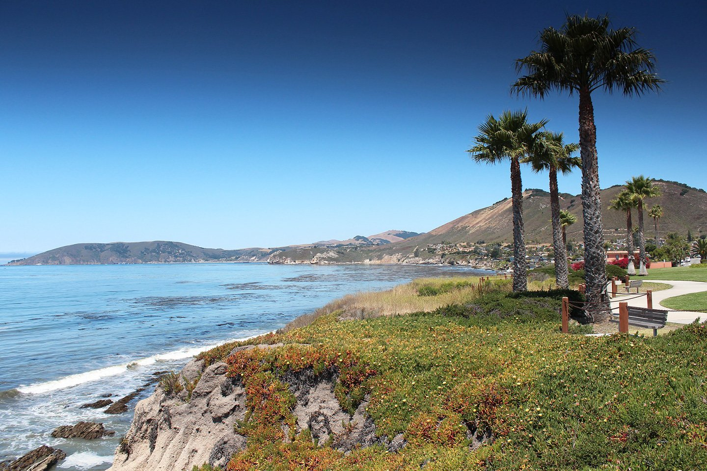 Pismo beach with wheelchair accessible walkway